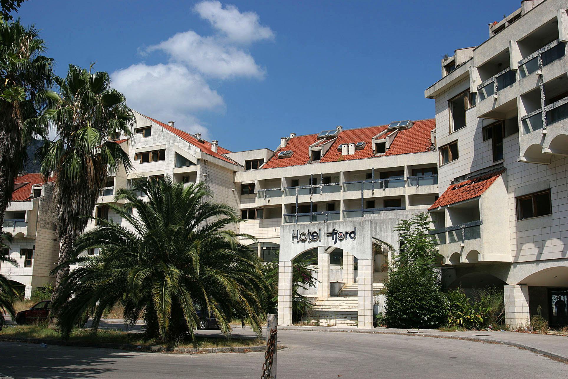 Hotel fjord kotor montenegro for Boutique hotel kotor